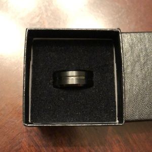 Other - Men's black tungsten carbide ring size 7.5